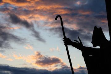 Cielo con estatua