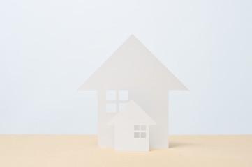 白い背景と白い家