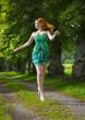 Rothaarige junge Frau mit Sommersprossen