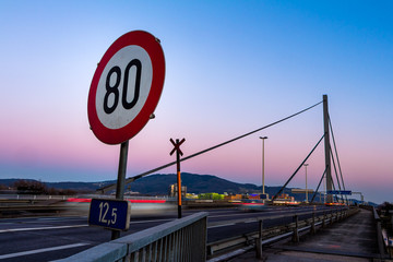 Tempo 80 auf Stadtautobahn