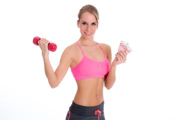 Junge Frau macht Werbung für Sportstudio