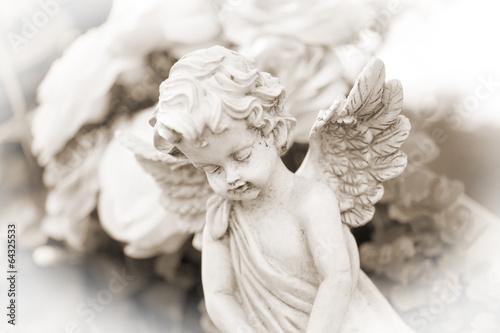 Engel auf einem Friedhof - 64325533