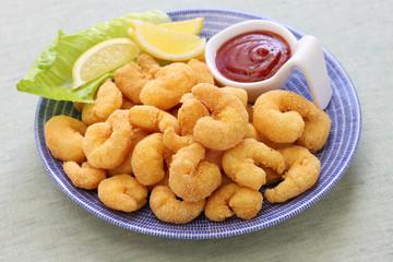 popcorn shrimp with ketchup sauce