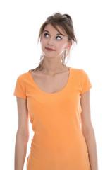 Junge Frau isoliert blickt zweifeln zur Seite