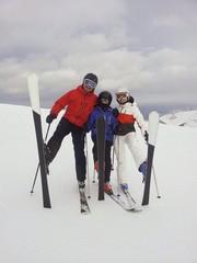 Sciatori allegri sulle piste