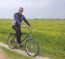 In bici sui prati