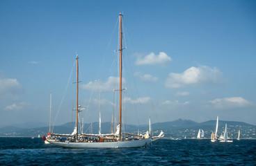 Segelyachten in der Bucht von St. Tropez