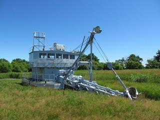 草原の浚渫船