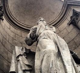 скульптура женщине
