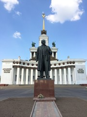 lenin monument in moscow