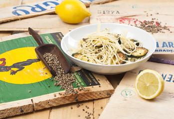 Nudeln mit Zucchini und Gomasio