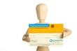 Gliederpuppe zeigt Organspendeausweis