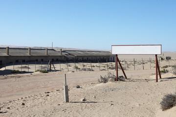 Schild in der Wüste
