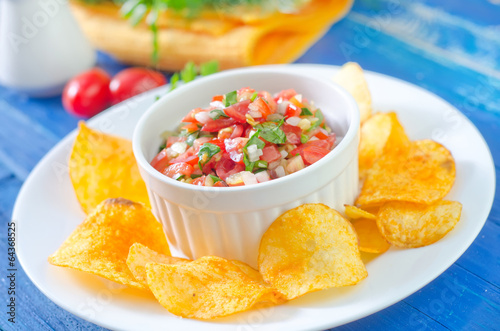 nachos with salsa