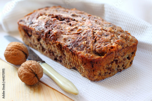 Tuinposter Koekjes Banana cake with walnuts and dark chocolate