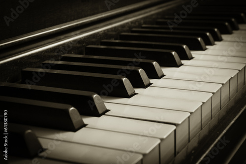 Old Piano - 64380790