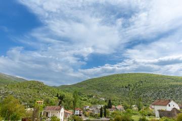 Hügellandschaft in Bosnien und Herzegowina