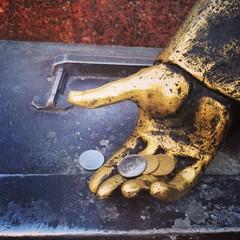 рука денег