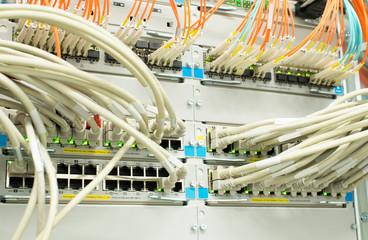 Netzwerk Hub Lan und Lichtwellenleiter LWL