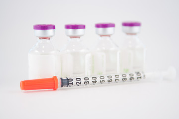 Injection vial and disposable syringe