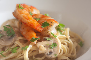 linguine with shrimps and mushrooms