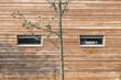 Holzwand mit Fenster © Matthias Buehner