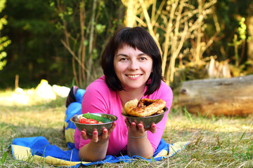 женщина с едой