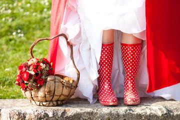 Mariée en bottes de pluie