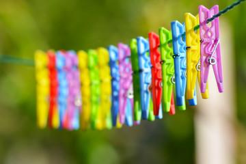 renkli çamaşır mandalları