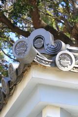 湊川神社の外周塀の鬼瓦
