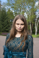 Девушка сердится