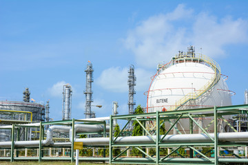 Lng gas storage tanks with petrochecmical plant