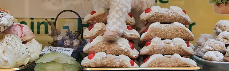 Cannoli e dolci tipici siciliani