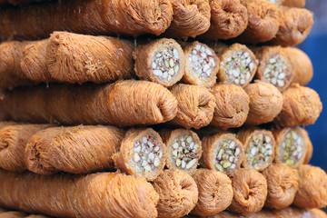 Knéfé mabroumé roulés de cheveux d'ange aux pistaches