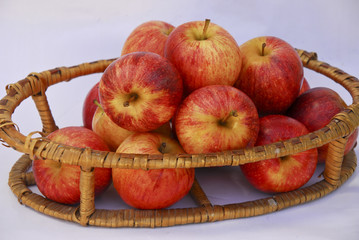 Apples in a basquet