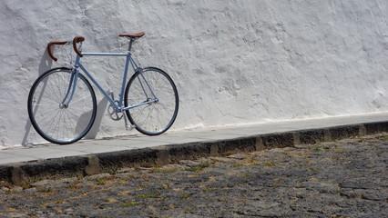 Bicicleta En Calle De Adoquines