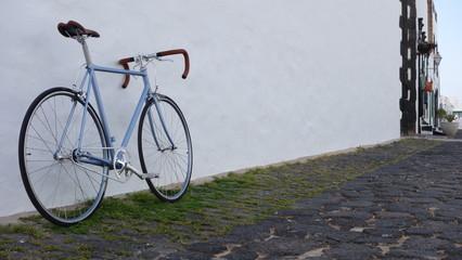 Bicicleta Una Calle De Pueblo