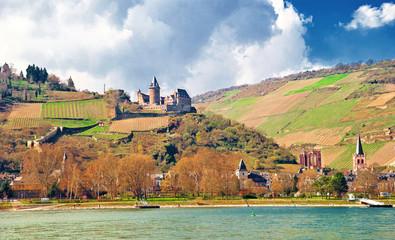 Bacharach am Rhein mit Burg Stahleck und Wernerkapelle