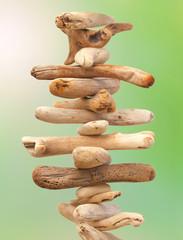 empilement de bois flottés, symbole du zen et du bien-être