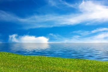 Meer und Rasen