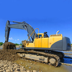 Extracting and loading gravel
