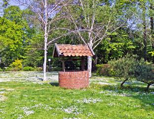 Dorfbrunnen im Park