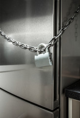 photo of metal chain on fridge