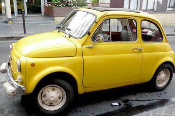 vieille voiture 500 jaune