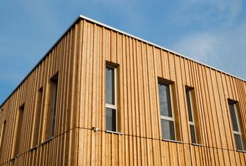 Holzhaus mit Holzfassade – Modern House with wooden Facade