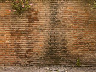 Textura pared de ladrillo antigua, gastada.