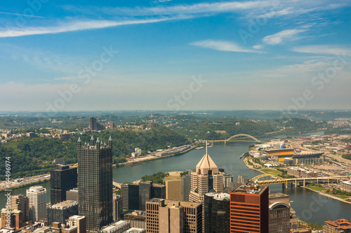 Poster Pittsburgh, Pennsylvania - River view skyline from the tallest b