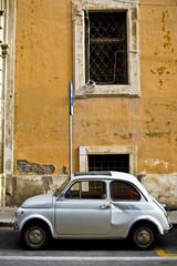 vieille fiat 500 dans les rues de Rome, Italie