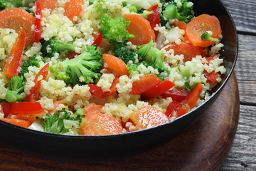 Millet fried with carrots, broccoli, paprika and onion