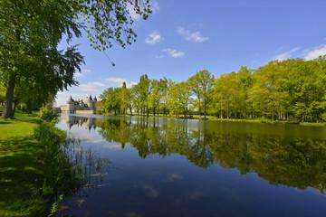 chateau de Sully-sur-Loire et sa rivière